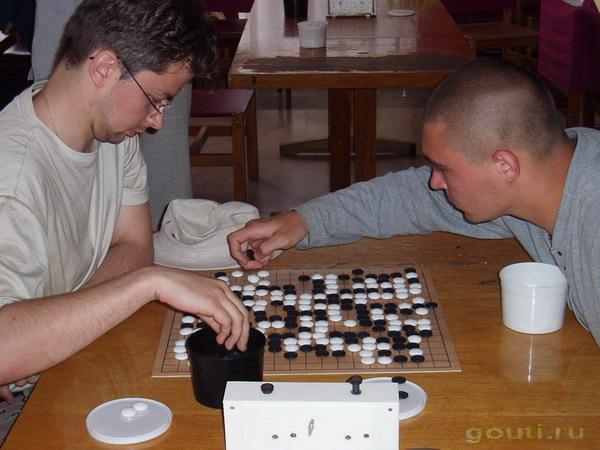 Дима Платонов играет с ... эээ... кажется с Маяковским