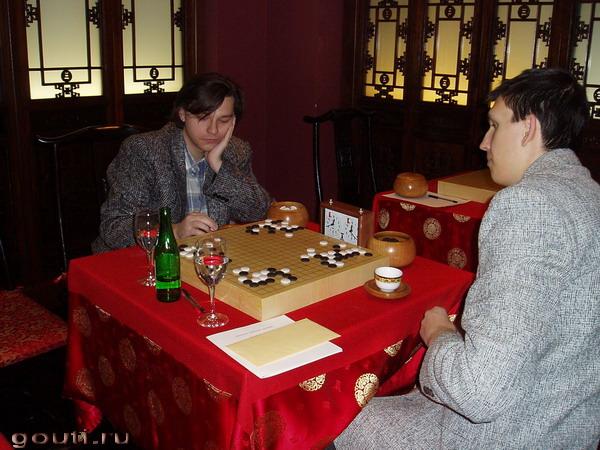 В перерыве между турами - дружеская партия с А. Акишиным.
