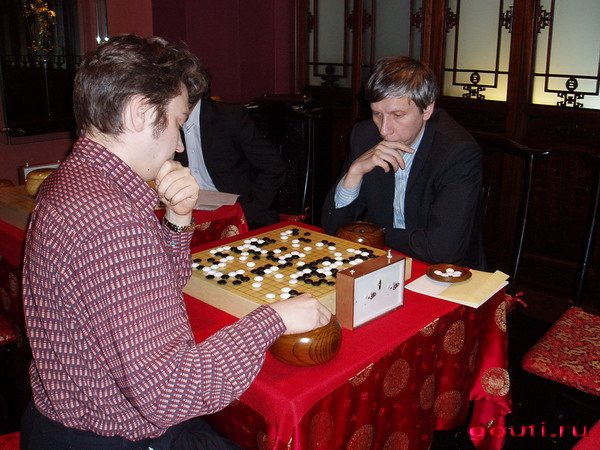 Второй тур - битва титанов: Дмитриев Р. (слева) vs. Попов А., фактически игра за первое место...
