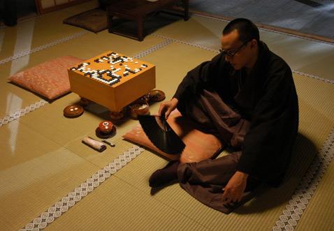 Мастер Го, кадр из фильма о Го Сэйгене.
