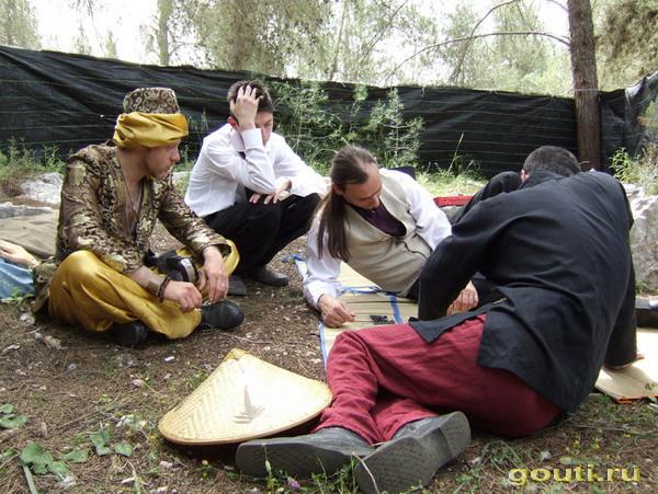 Игра в Го происходит в чайна-тауне города Промонтри штата Юта, куда прибывает принц Эдуард со свитой.