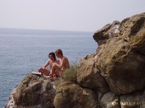 Скалы и море - 2 классические противоположности могут встретиться и на доске Го.